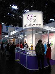 「医療現場向け製品」「シミュレーター」「コンシューマー向け製品」の3つに分類して製品を展示